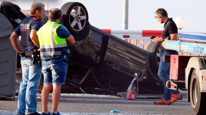 西班牙第2起恐袭 歹徒车辆翻覆与警驳火 5人横尸街头