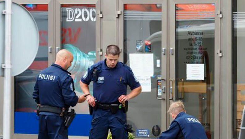 芬兰传挥刀攻击至少6伤 警开枪击中嫌犯腿部