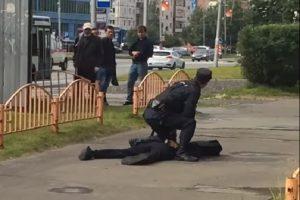 俄歹徒街上揮刀砍人 遭警開槍射殺
