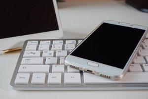 键盘、遥控器脏污无法用水清理 现流行用白胶撕除
