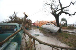 哈维飓风狂扫德州2死14伤 暴风雨将持续4天