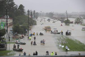 五百年一遇洪水冲击休斯顿,水库河堤全面告急!