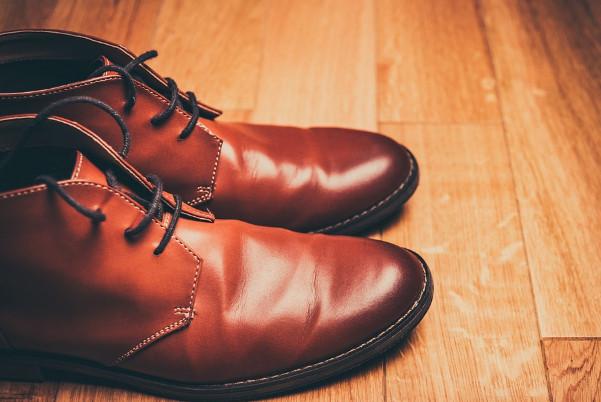 挑選合腳鞋子的方法 晚上試穿較合適