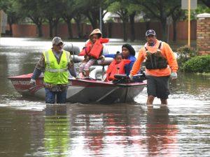 休斯敦洪災已30死 各界慷慨解囊 火箭隊老總千萬救災