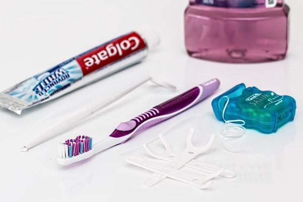 含冰块可快速去除口臭 还可换小牙刷