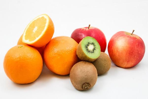 预防心脏病和血管疾病 建议吃新鲜水果而不是喝果汁