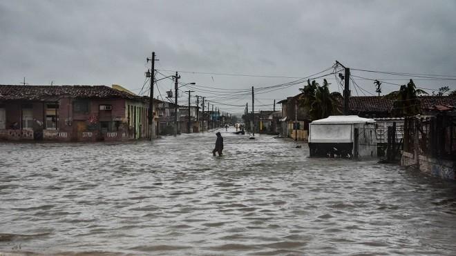 颶風艾瑪行蹤飄忽 橫掃古巴 預計貫穿佛州