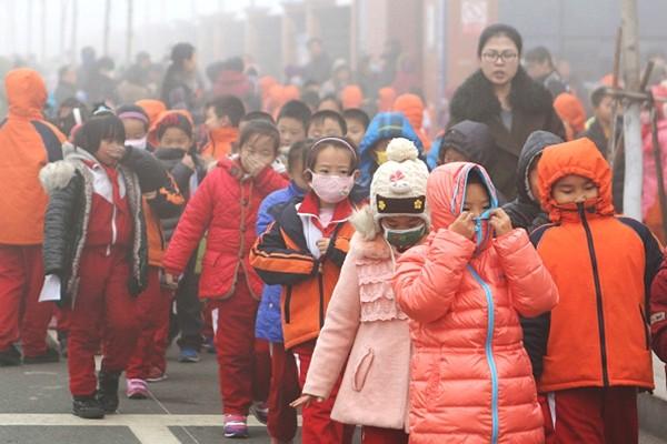 專家警告:陰霾不僅「要人命」 還會令兒童長出「陰霾臉」