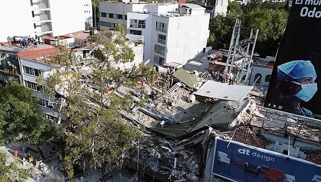墨西哥再遭7.1強震 上下震動逾30秒 建築倒塌煙塵瀰漫