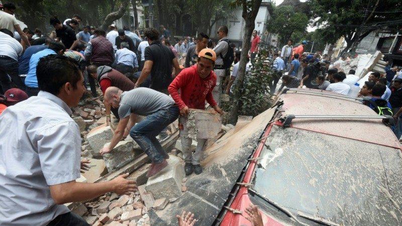 太慘了!墨西哥7.1強震 民眾驚嚇後投入救援(視頻)