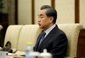 傳習近平擔心外交部攪局 急派核心小組「陪伴」王毅