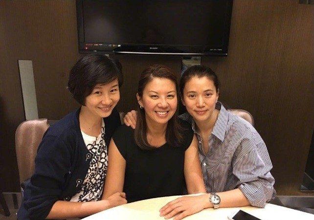 袁咏仪与同届港姐27年的友情认证,真正的友谊长存!
