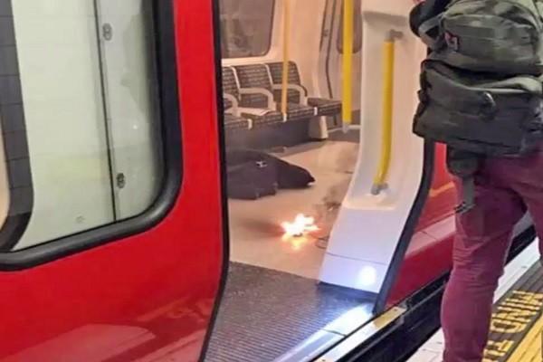 倫敦地鐵車廂傳起火 警:行動電源過熱引起