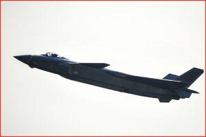 中共歼20服役  美分析师:隐形太差绝非F-22对手