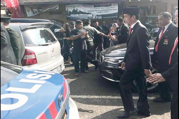 印尼阅兵大塞车 总统座车动弹不得 佐科威干脆走3公里进会场