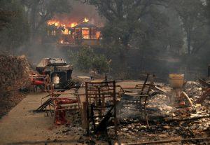 加州史上最致命火灾 至少15死100人失踪