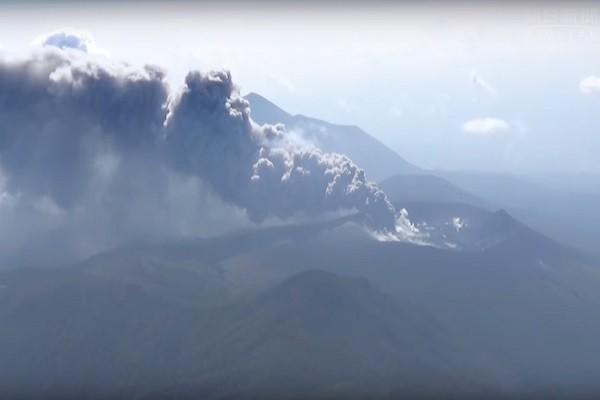 日本新燃岳火山噴發伴隨振動 民眾需作好撤離準備