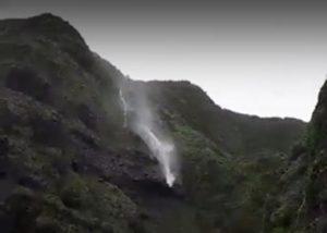 台风卡努令台湾瀑布倒流  即将登陆海南(动图)