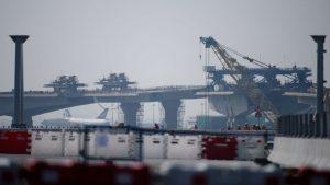 """港珠澳大桥爆严重事故 海底隧道爆裂泥水""""井喷""""(视频)"""