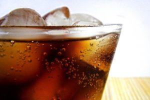 這樣喝水有助消化 氣泡水易發胖 你還在喝嗎
