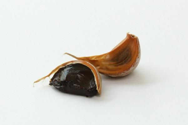 日本黑蒜美味兼养生 芹菜、大蒜改善恼人头痛