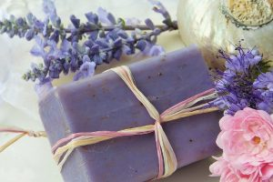 洗澡選用肥皂會比較安全嗎 3分鐘香味散不去要小心