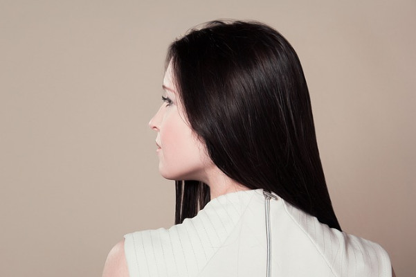 中医教你养出黑秀发 这样清梳子免伤发质