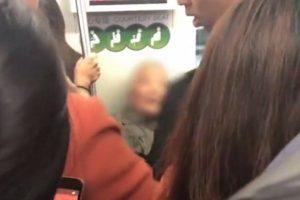 上海女乘地鐵沒讓座 老漢直接坐大腿