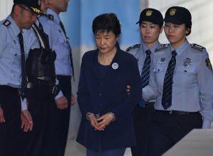 """自由韩国党开除朴槿惠党籍 党主席称""""抛弃枷锁"""""""
