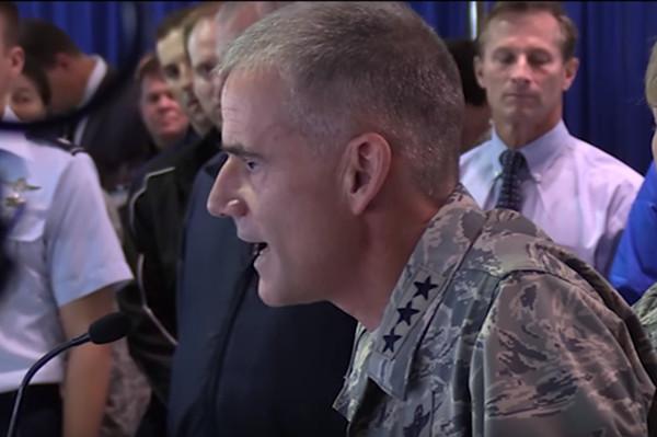 美空軍預校現歧視塗鴉 結果竟是「受害人」自編自導