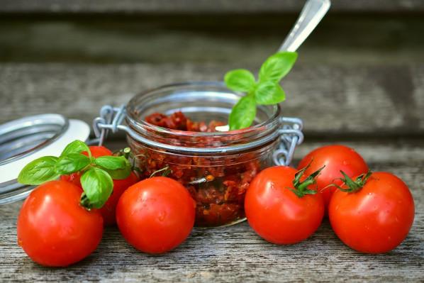 研究:多吃番茄有助排毒 热番茄三分钟搞定(视频)