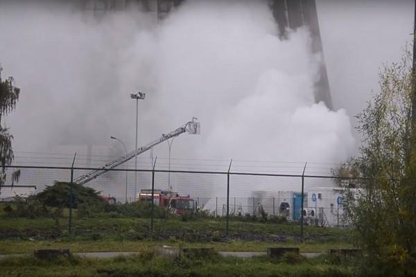 比利時電廠電池設備火災 刺鼻塑膠味漫延