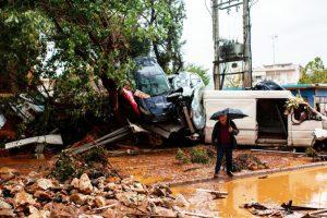 希腊暴雨引发洪水 顷刻淹没城镇已知15死