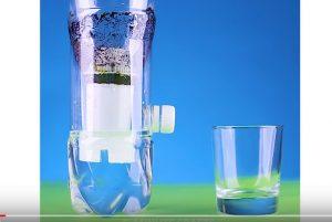 她用塑料瓶做了凈水器 又省了一大筆錢(視頻)