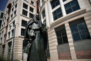 通俄們獲突破 法庭文件證福森公司僱3記者抹黑川普