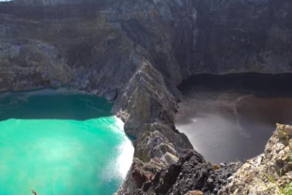 印尼三湖泊相鄰顏色卻不同 而且經常變色