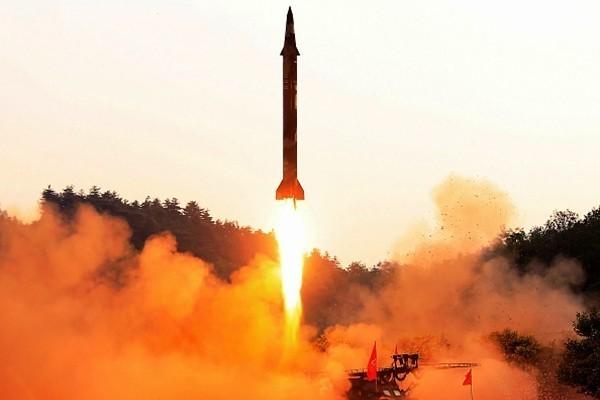驚!國泰航班空中目擊朝鮮飛彈爆炸