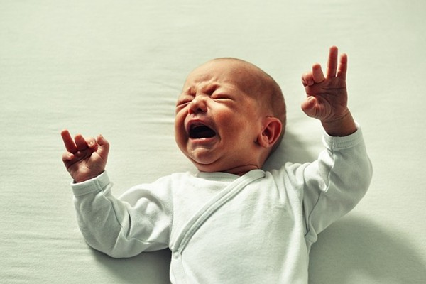 河南保姆电梯内暴打孩子 视频流出中共急删除