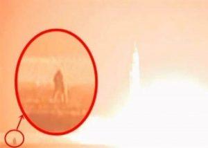 导弹升空现场摄影师惨变火球 金正恩笑祝发射成功