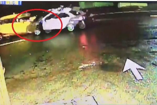台警抓賊心切 巡邏車未熄火遭開走(視頻)