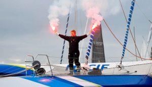 法男独驾船42天绕世界 缔造多项新纪录