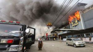 菲律賓達沃市商場延燒逾1天 37人凶多吉少