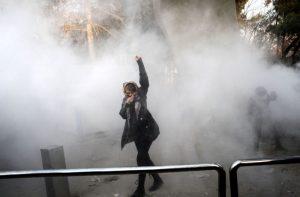 歐美關注反政府抗爭 諾貝爾得主籲:伊朗公民參與不服從行動
