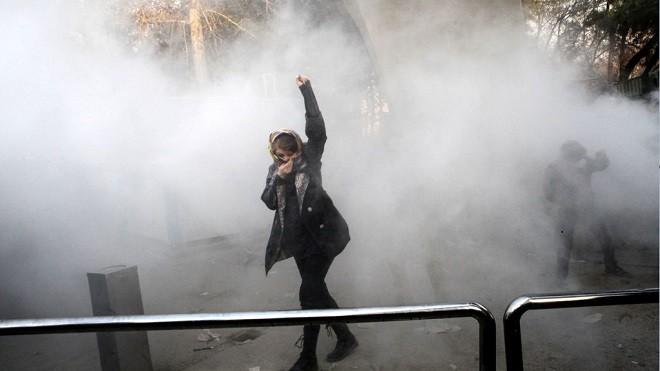 伊朗反政府示威爆血腥鎮壓 傳警方開槍射殺群眾