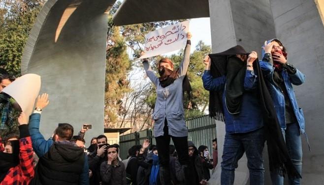 """镇压示威抗议200人被捕 川普:伊朗人""""不愿再忍耐下去"""""""