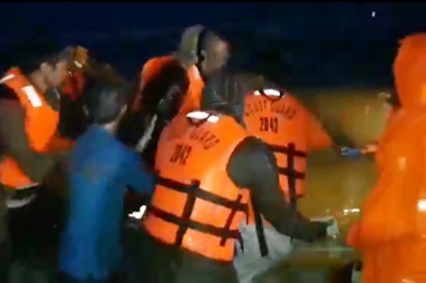 熱帶風暴侵襲菲律賓 中國貨船遭惡浪撃沉9人獲救