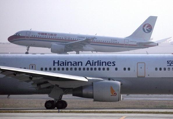 北京飛往捷克班機 乘客腳底下竟出現鈔票引騷動