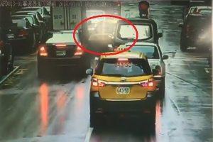 疑心臟病發昏迷 北市計程車司機連撞3車 (視頻)