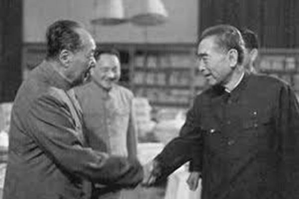 毛泽东周恩来44年权斗 8个字揭示谁是赢家