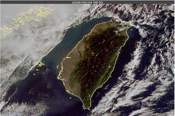 台灣防護罩!各地陽光露臉 出現無雲天空